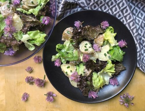 Aardappelsalade met bieslookbloemen